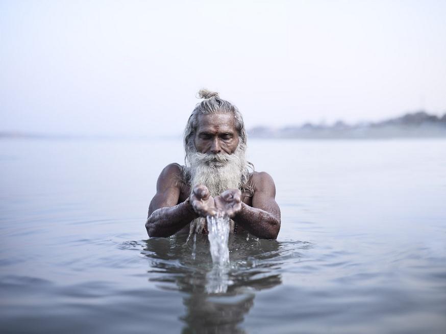 Гаятри в воде