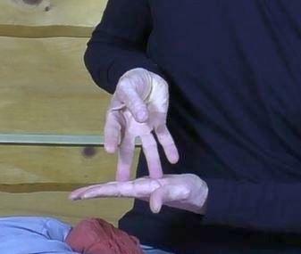 Массаж пальцев от головной боли